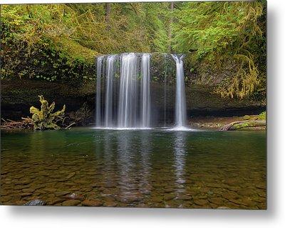 Upper Butte Creek Falls In Fall Season Metal Print by David Gn