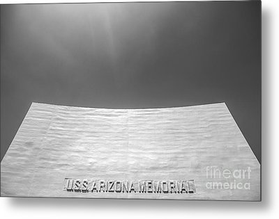 Uss Arizona Memorial In Black And White Metal Print by Diane Diederich