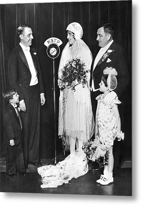 Vfw Wedding Couple Metal Print by Underwood Archives