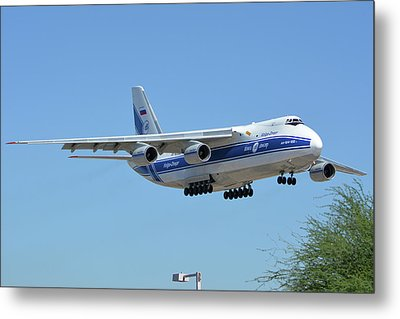 Metal Print featuring the photograph Volga-dnepr An-124 Ra-82068 Landing Phoenix Sky Harbor June 15 2016 by Brian Lockett