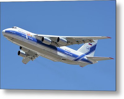 Metal Print featuring the photograph Volga-dnepr An-124 Ra-82068 Take-off Phoenix Sky Harbor June 15 2016 by Brian Lockett