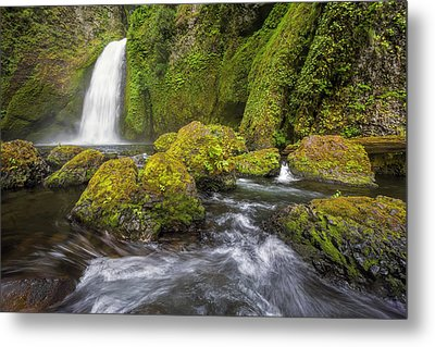Wahclella Falls Metal Print by David Gn