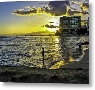 Waikiki Beach At Sunset Metal Print by Gordon Engebretson