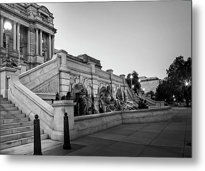 Walking By The Library Of Congress In Black And White Metal Print by Greg Mimbs