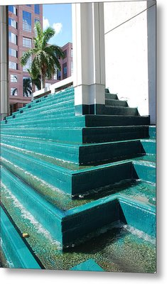 Water At The Federl Courthouse Metal Print by Rob Hans