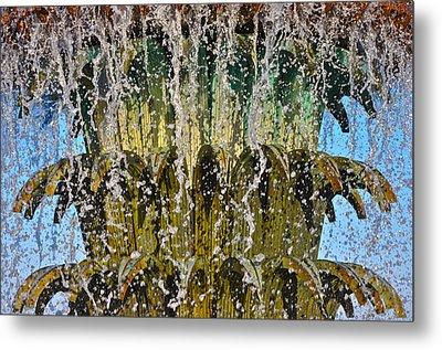 Water Fountain Light Charleston Metal Print by Lori Kesten