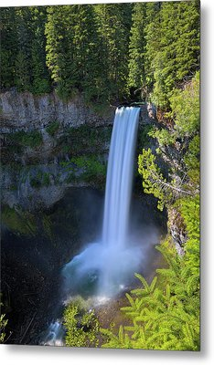 Waterfall At Brandywine Falls Provincial Park Metal Print by David Gn