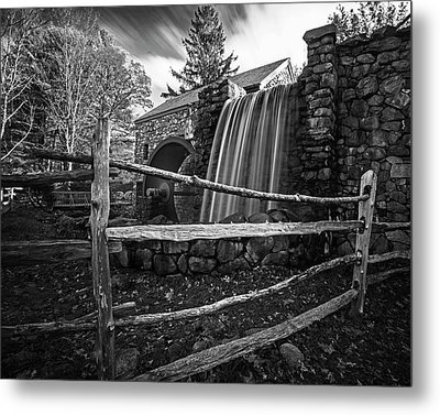 Wayside Inn Grist Mill Waterfall Sudbury Ma Black And White Metal Print by Toby McGuire