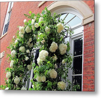 Wedding Flowers On Decatur House Metal Print by Cora Wandel