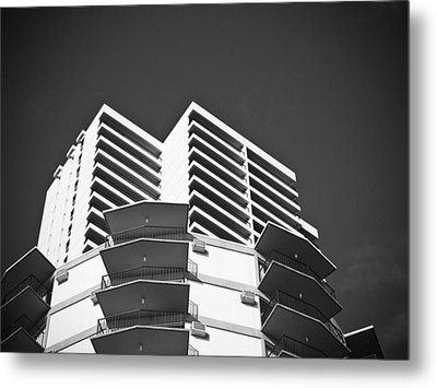 White Building To The Sky In Oahu Hawaii Metal Print by Ryan Kelly