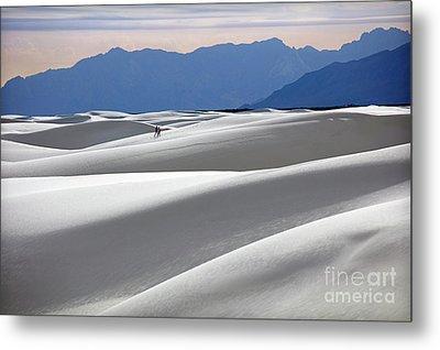 White Sands Hikers Metal Print by Martin Konopacki