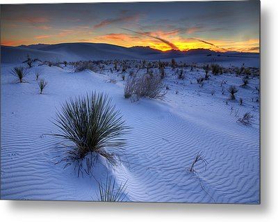 White Sands Sunset Metal Print by Peter Tellone