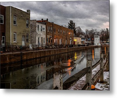Winter Along The Canal Metal Print by Everet Regal