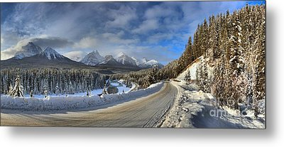 Morant's Curve On The Bow Valley Parkway Metal Print by Adam Jewell