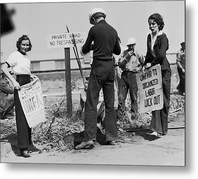 Women Pickets In Salinas Metal Print by Underwood Archives