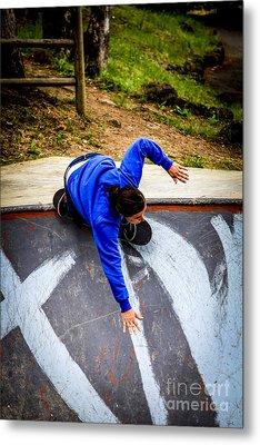 Women Skateboarders  Metal Print by Carl Warren