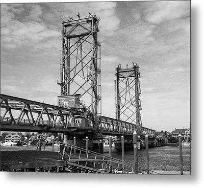 World War I Memorial Bridge Portsmouth Nh Monochrome Metal Print by Nancy De Flon