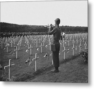Wwii Taps Memorial Service Metal Print by Underwood Archives