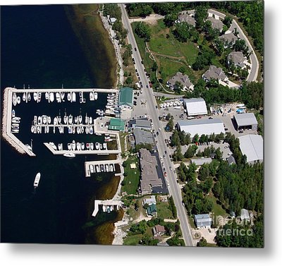 Yacht Works Marina To North Metal Print by Bill Lang