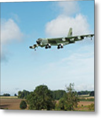B52 Stratofortress Metal Print by Paul Gulliver