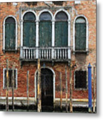 Venice Old Palace Metal Print by Julian Perry