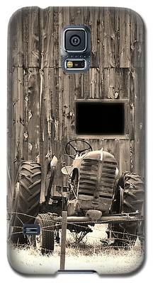 Tractor And The Barn Galaxy S5 Case