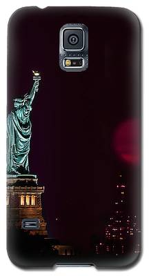Super Moon Rising And The Statue Of Liberty Galaxy S5 Case