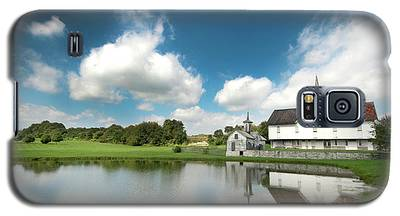 Old Star Barn And Pond Reflection Galaxy S5 Case