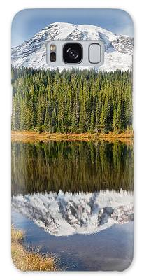 Mount Rainier And Reflection Lakes In The Fall Galaxy Case