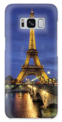 Galaxy Case featuring the photograph La Tour Eiffel by Ryan Wyckoff