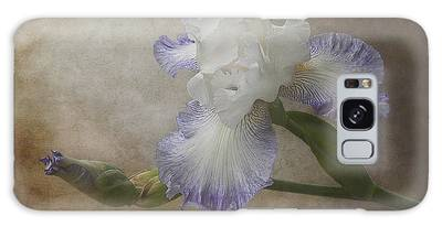 Galaxy Case featuring the photograph Bearded Iris 'gnuz Spread' by Patti Deters