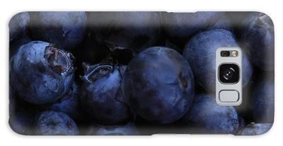 Blueberries Close-up - Horizontal Galaxy Case