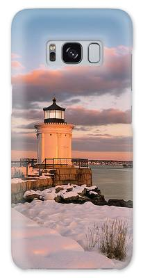 Galaxy Case featuring the photograph Maine Bug Light Lighthouse Snow At Sunset by Ranjay Mitra