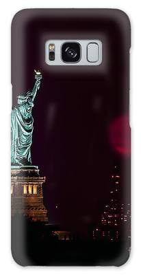 Super Moon Rising And The Statue Of Liberty Galaxy Case