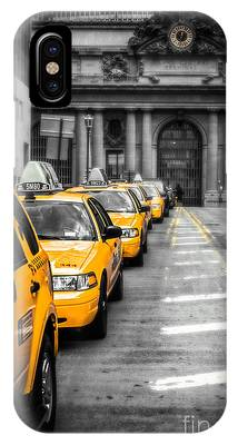 Yellow Cabs Waiting - Grand Central Terminal - Bw O IPhone Case