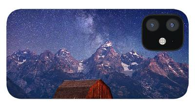 Barn iPhone 12 Cases