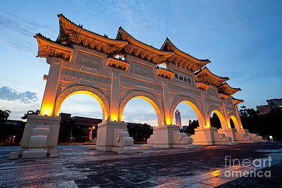 Chinese Archways On Liberty Square In Taipei Taiwan Poster