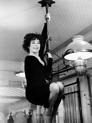 Irma La Douce, Shirley Maclaine, 1963 Poster by Everett