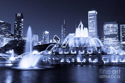 Photo Of Chicago At Night With Buckingham Fountain Poster