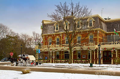 Prince Of Wales Hotel In Niagara On The Lake Poster by Les Palenik