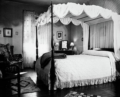 1940s Bedroom With Canopy Bed & Poster