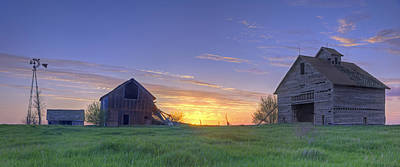 Abandoned Farmhouse And Barn At Sunset Poster