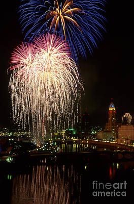 21l106 Red White And Boom Fireworks Photo Poster