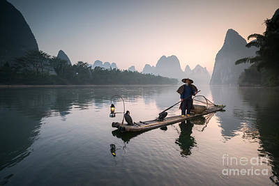 Fisherman With Cormorants On The Li River Near Guilin China Poster