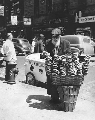 A Pretzel Vendor In New York Poster by Underwood Archives