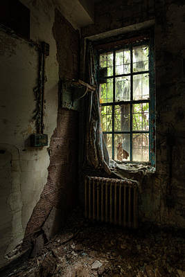 Abandoned - Old Room - Draped Poster by Gary Heller
