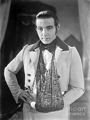 Actor Rudolph Valentino 1925 Poster