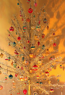 An Old Fashioned Christmas - Aluminum Tree Poster by Suzanne Gaff