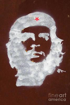 Che Guevara Graffiti On Rusty Plate Poster by Jose Elias - Sofia Pereira