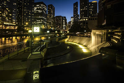 Chicago's Centennial Fountain And Skyline Poster